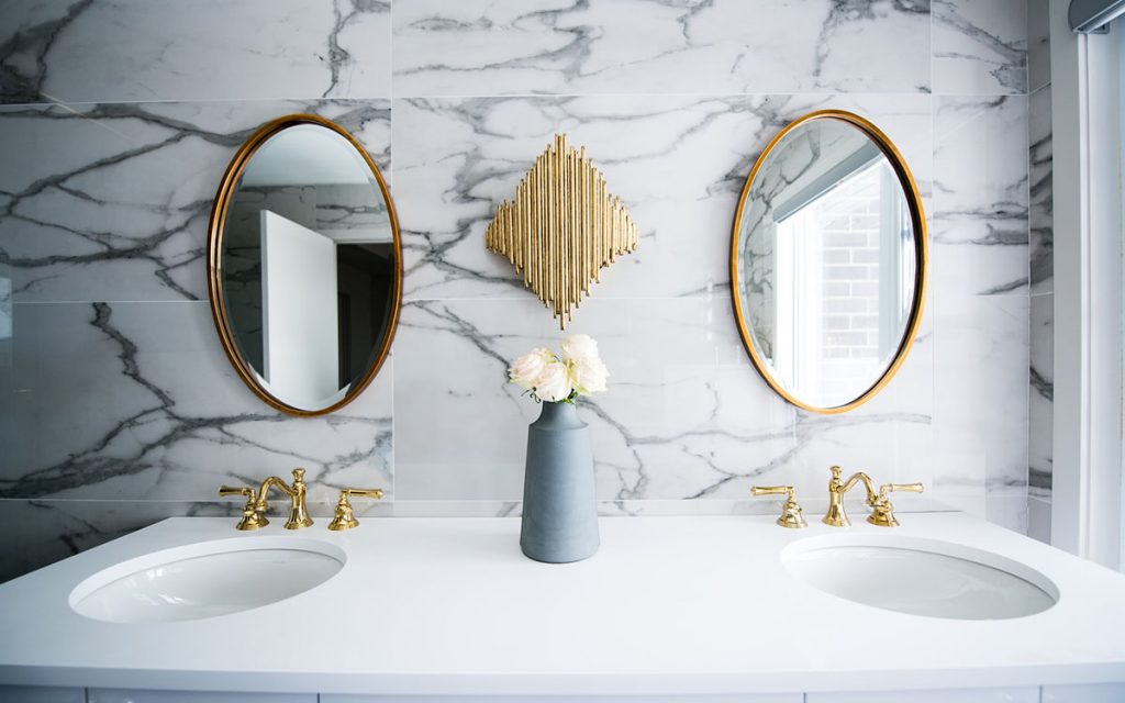 mirrors-in-bathroom