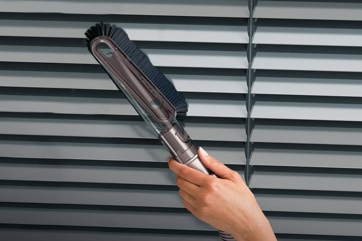 How to Clean Blinds With a Vacuum